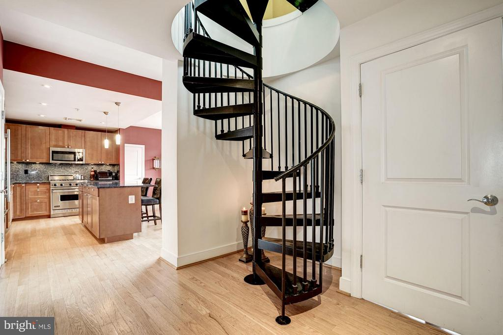 Formal, private entrance - 2425 L ST NW #936, WASHINGTON
