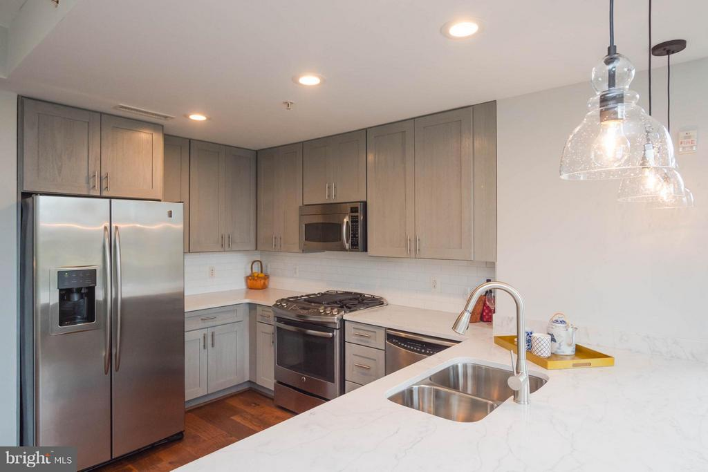 New stove, cabinets, counters, subway tile - 11990 MARKET ST #217, RESTON
