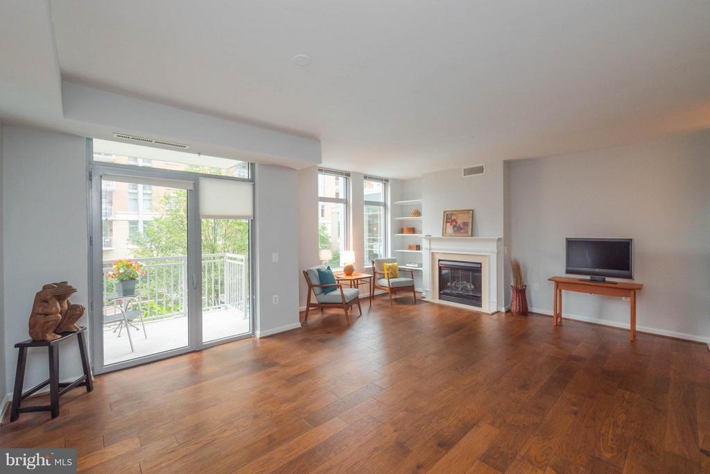 New hardwood flooring - 11990 MARKET ST #217, RESTON