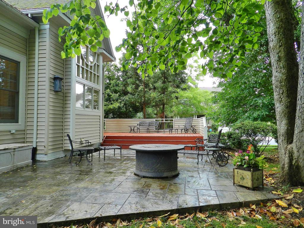 Stone patio and sun deck - 9974 STONE VALE DR, VIENNA