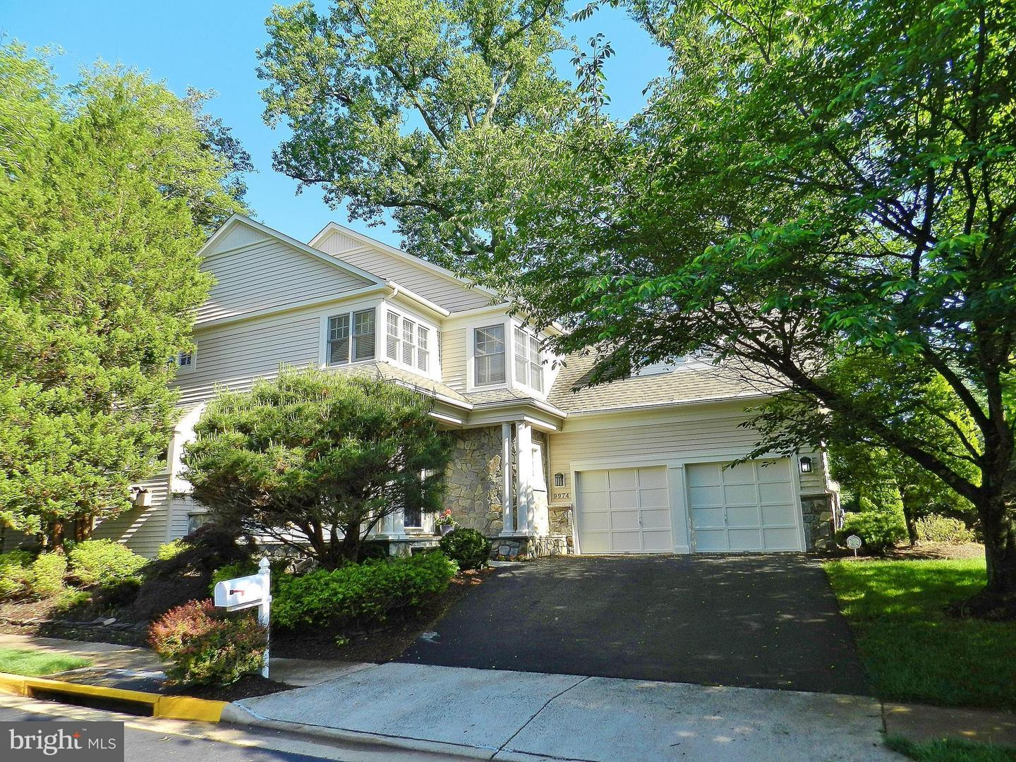 Single Family Home for Sale at 9974 Stone Vale Drive 9974 Stone Vale Drive Vienna, Virginia 22181 United States