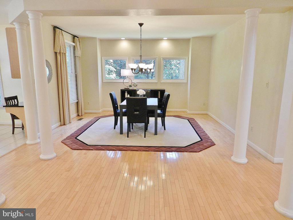 Open Dining Room with multiple Windows - 9974 STONE VALE DR, VIENNA