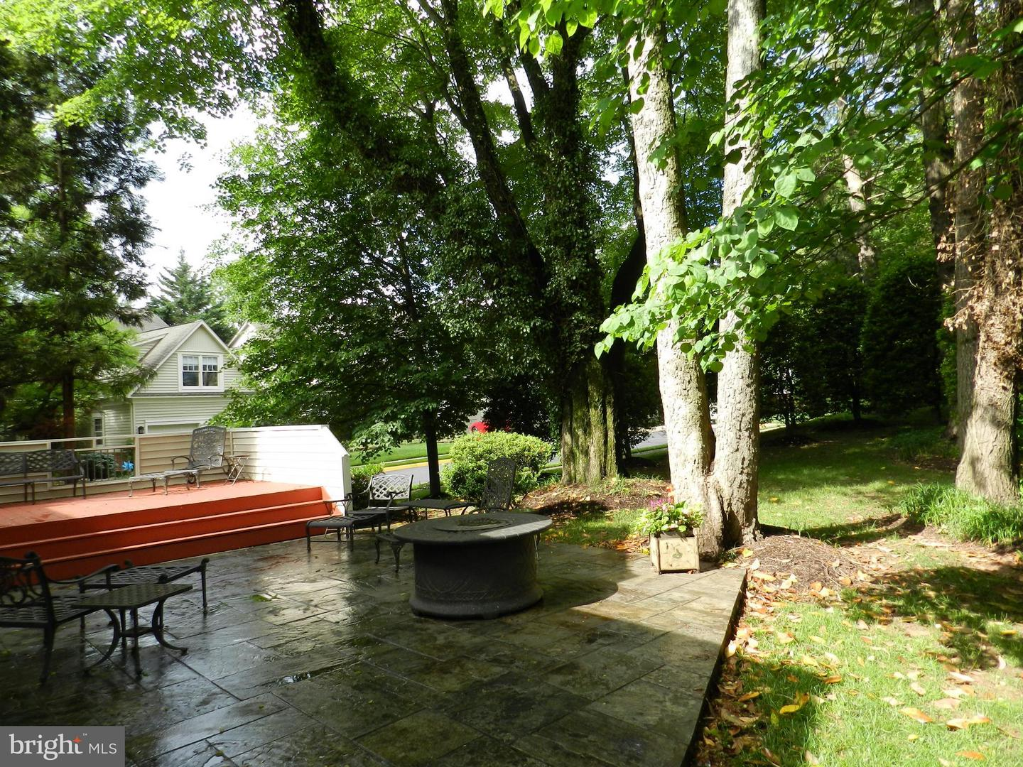 Additional photo for property listing at 9974 Stone Vale Drive 9974 Stone Vale Drive Vienna, Virginia 22181 United States