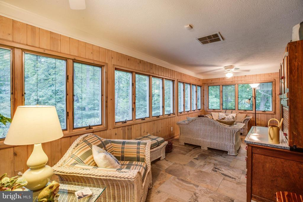Sunroom - 214 TWIN LAKE DR, FREDERICKSBURG