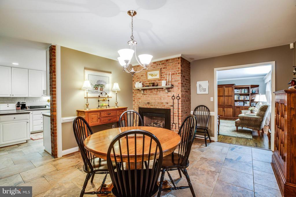 Breakfast Room off of Kitchen - 214 TWIN LAKE DR, FREDERICKSBURG