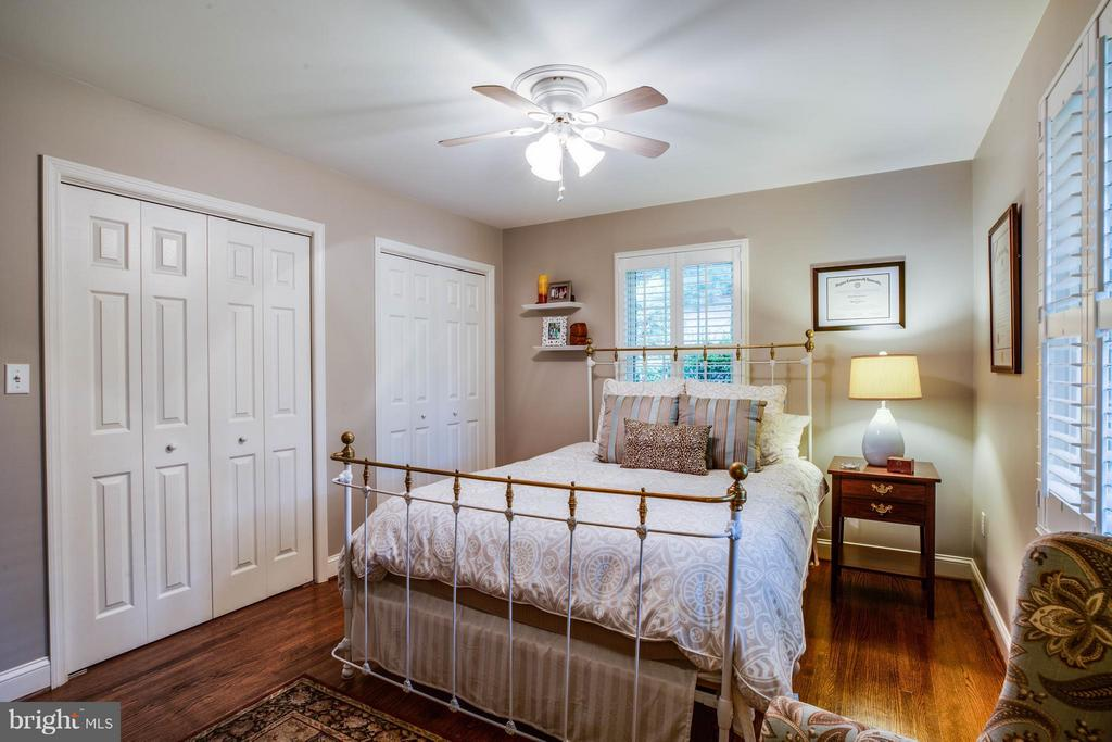 Bedroom #2 with Ensuite Full Bath - 214 TWIN LAKE DR, FREDERICKSBURG