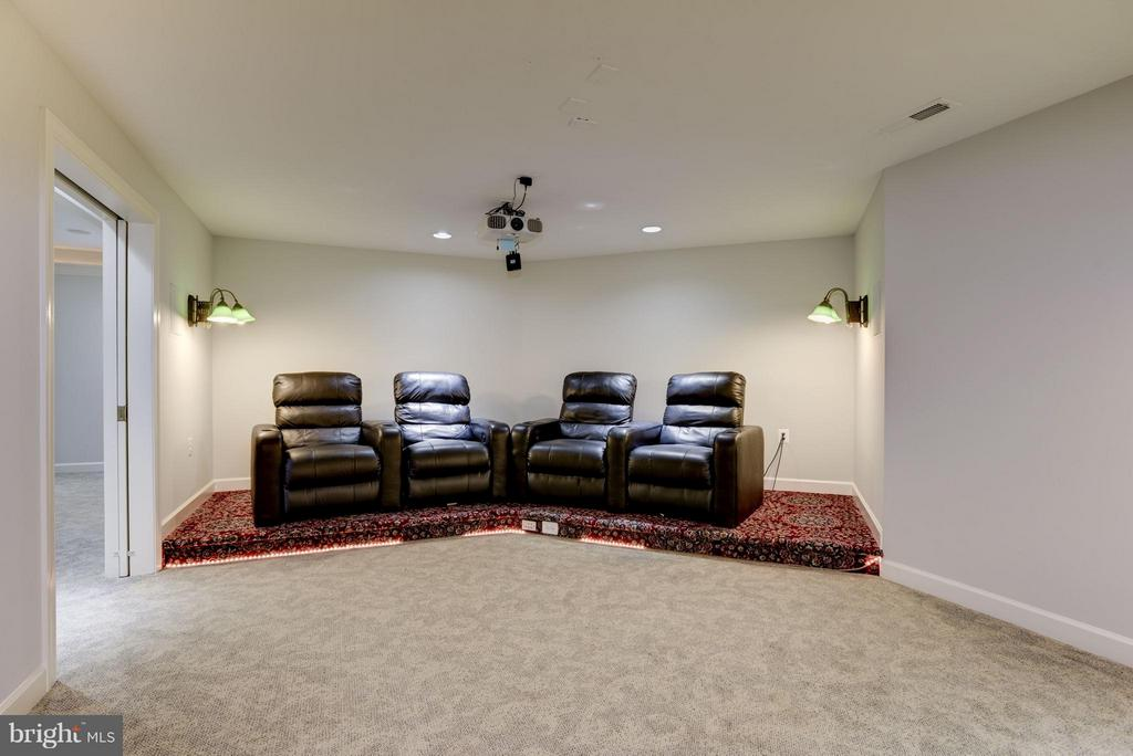 Basement Theater with State-of-the-art equipment. - 20258 ISLAND VIEW CT, STERLING