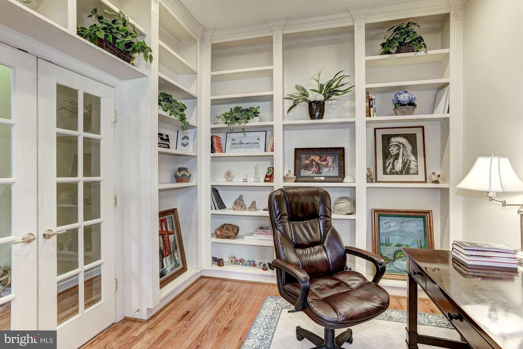 Office Main Level w/built-ins - 20258 ISLAND VIEW CT, STERLING