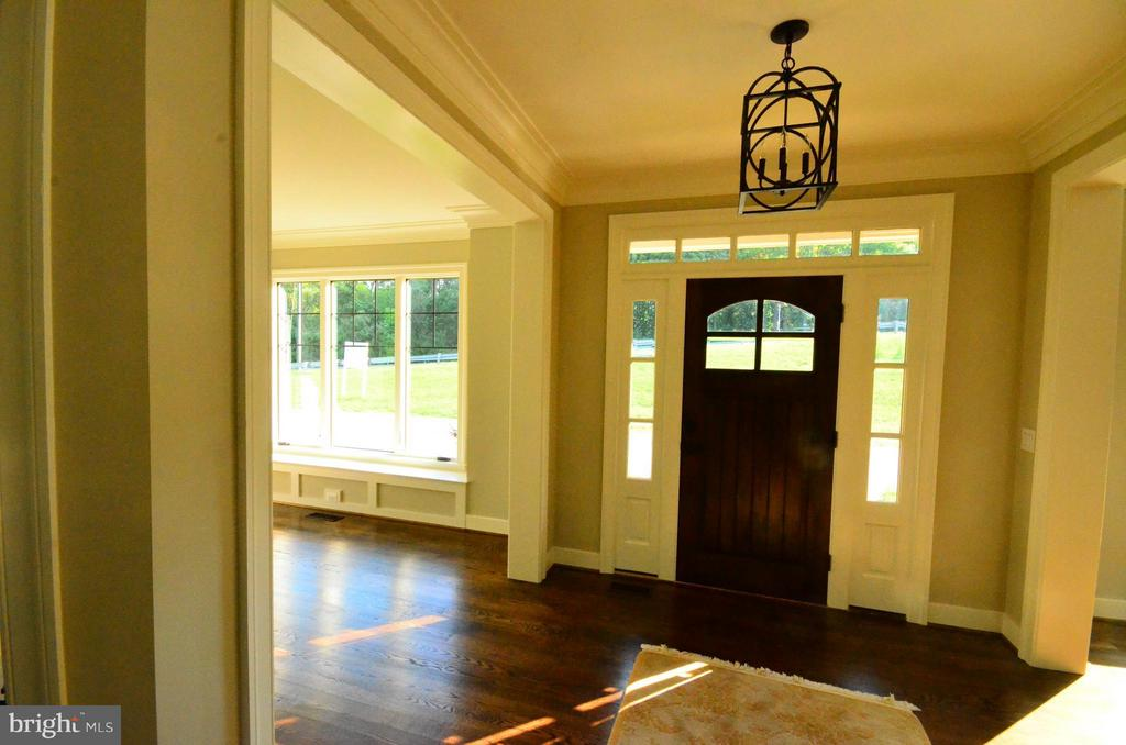 Foyer room for today's casual lifestyle - 6814 JEREMIAH CT, FAIRFAX STATION