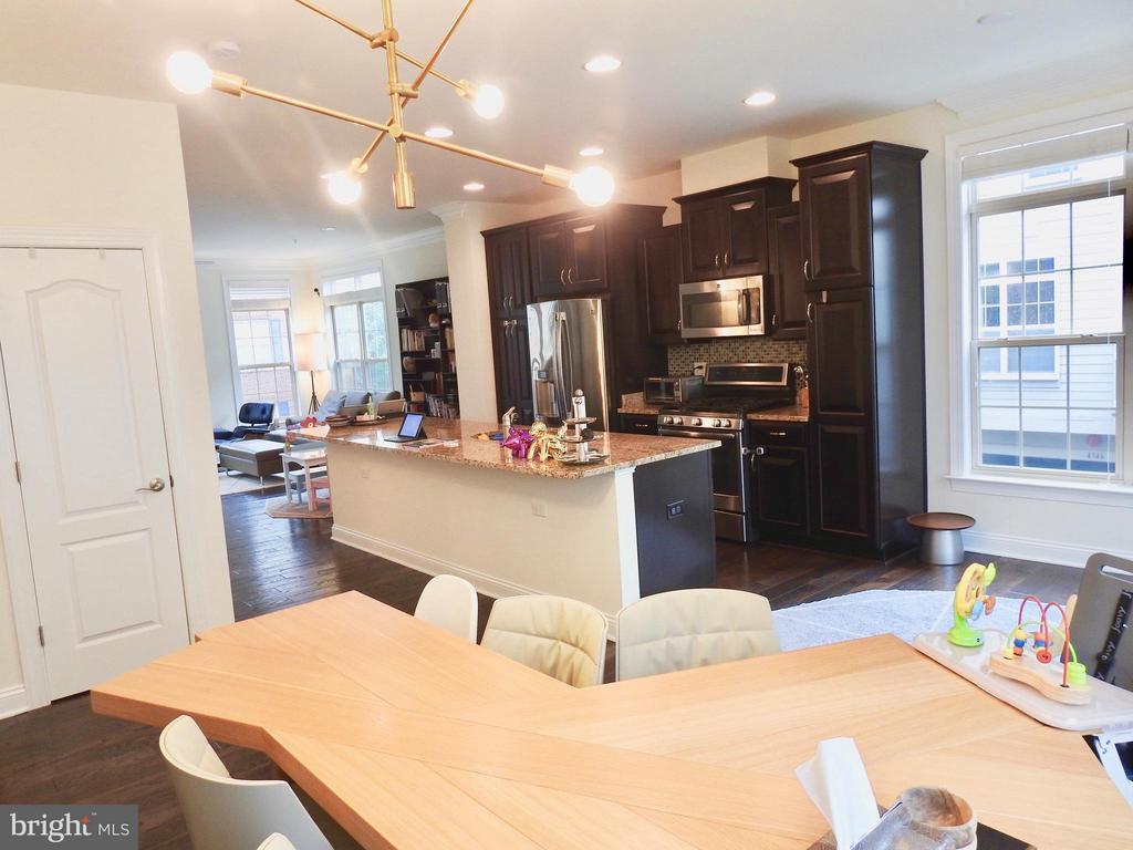 Kitchen - 319 UPTON CT, ARLINGTON