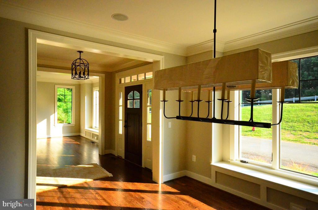 Large expansive windows for abundant natural light - 6814 JEREMIAH CT, FAIRFAX STATION