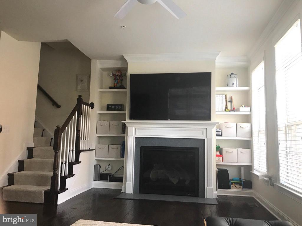 Family Room - 319 UPTON CT, ARLINGTON