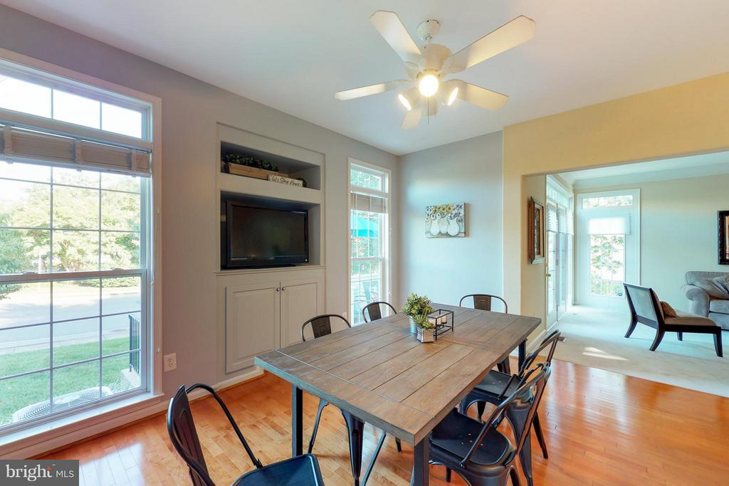 Maple Floors and Large Windows - 9800 BOLTON VILLAGE CT, FAIRFAX