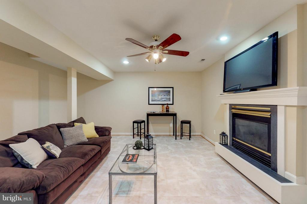 Recreation Room with Plumbing for Wet Bar - 9800 BOLTON VILLAGE CT, FAIRFAX