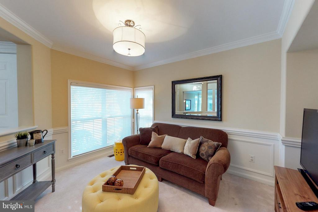 Comfortable Family Room or Office - 9800 BOLTON VILLAGE CT, FAIRFAX