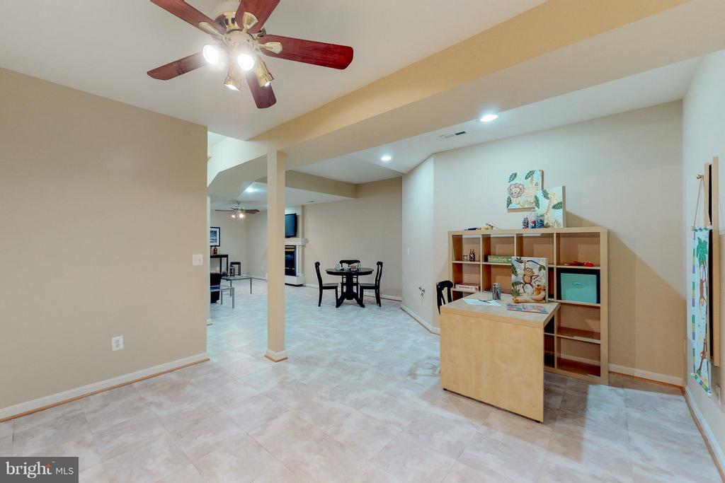 Large Recreation Room or Craft Room - 9800 BOLTON VILLAGE CT, FAIRFAX