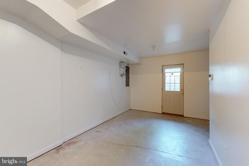 Lower Level Possible 4th BR / Exercise /Stprage - 9800 BOLTON VILLAGE CT, FAIRFAX