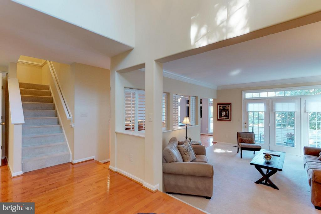Open Floor Plan Main Level - 9800 BOLTON VILLAGE CT, FAIRFAX