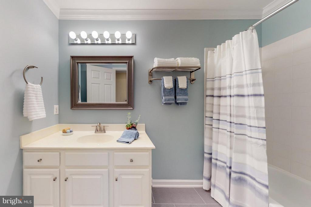 Hall Bath on Second Level - 9800 BOLTON VILLAGE CT, FAIRFAX