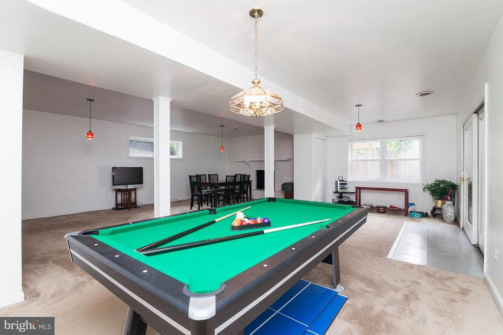 Huge Rec Room with Family Room Area - 7920 LEWINSVILLE RD, MCLEAN