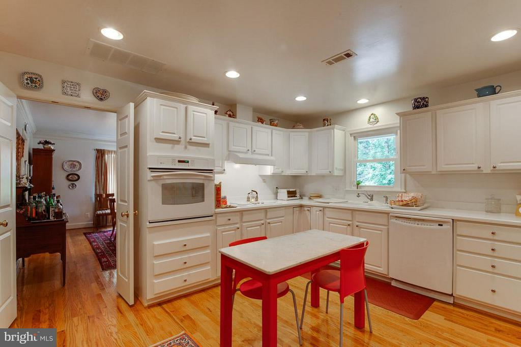 Hardwoods throughout the Main Level - 7920 LEWINSVILLE RD, MCLEAN