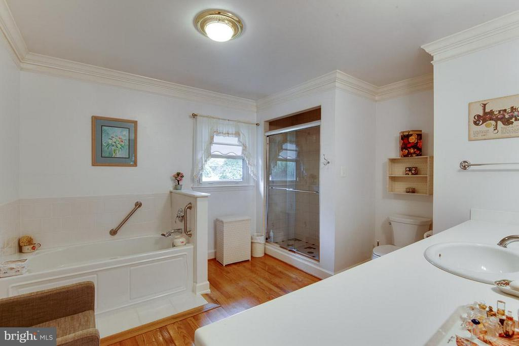 Master Bath with Separate Tub and Shower - 7920 LEWINSVILLE RD, MCLEAN