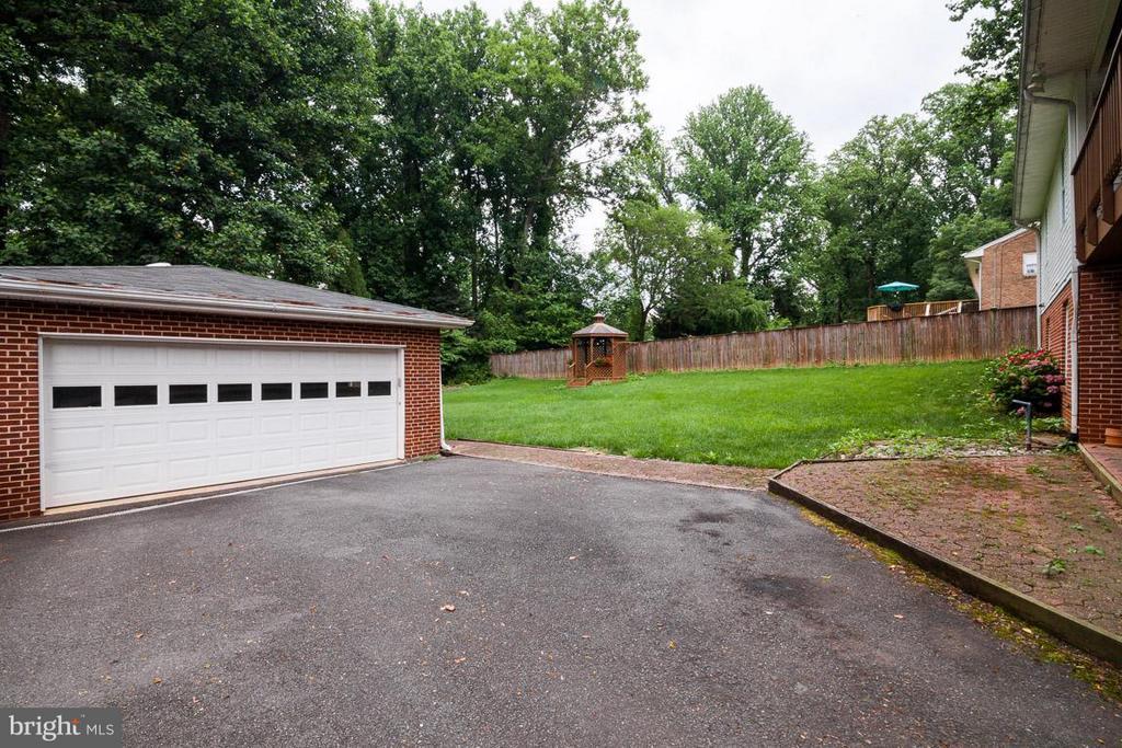 Detached Double Garage - 7920 LEWINSVILLE RD, MCLEAN