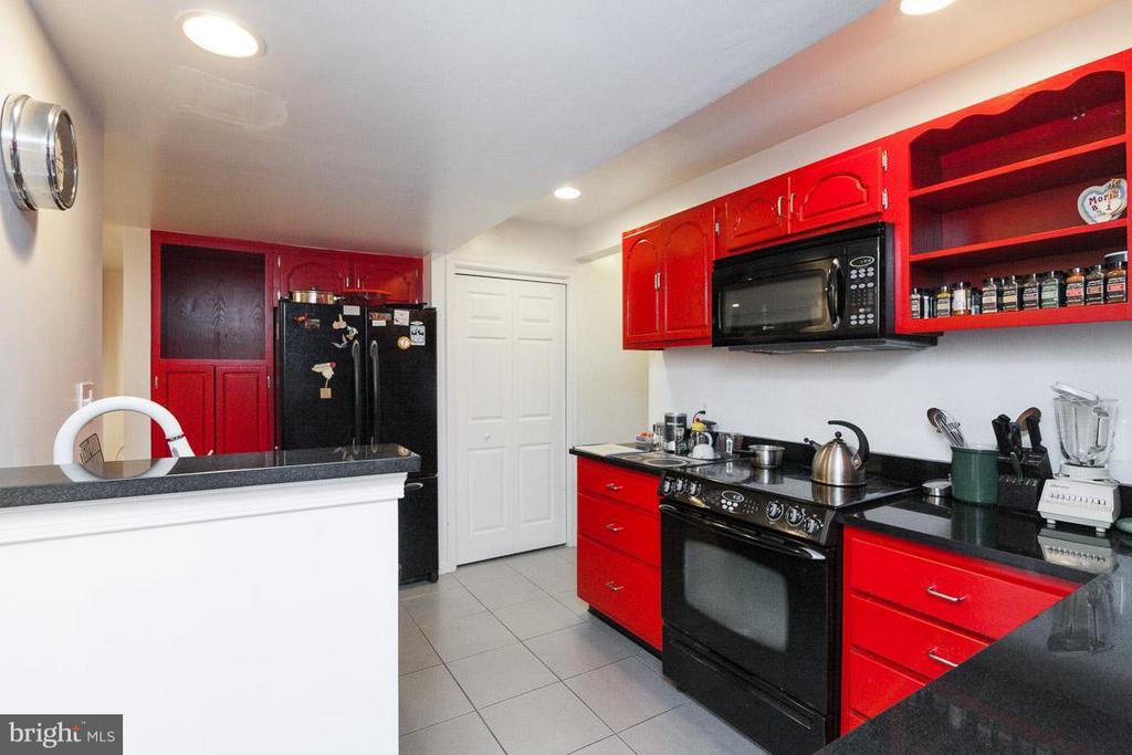 Kitchen with a range, dishwasher, fridge,microwave - 7920 LEWINSVILLE RD, MCLEAN
