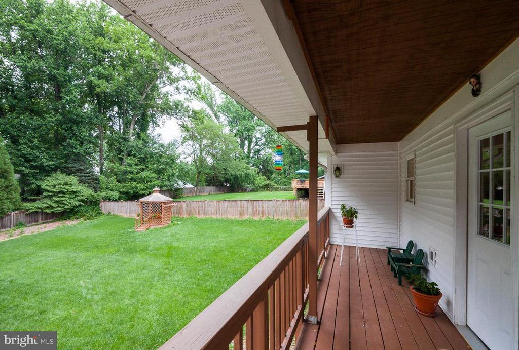 Deck off the Dining Room - 7920 LEWINSVILLE RD, MCLEAN