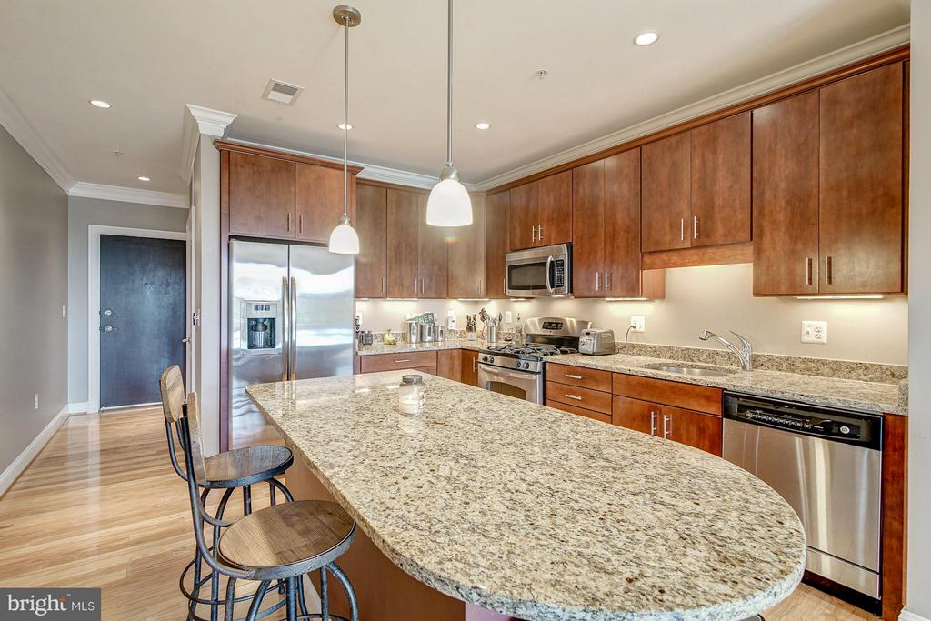 Oversized breakfast bar - 1023 ROYAL ST #306, ALEXANDRIA