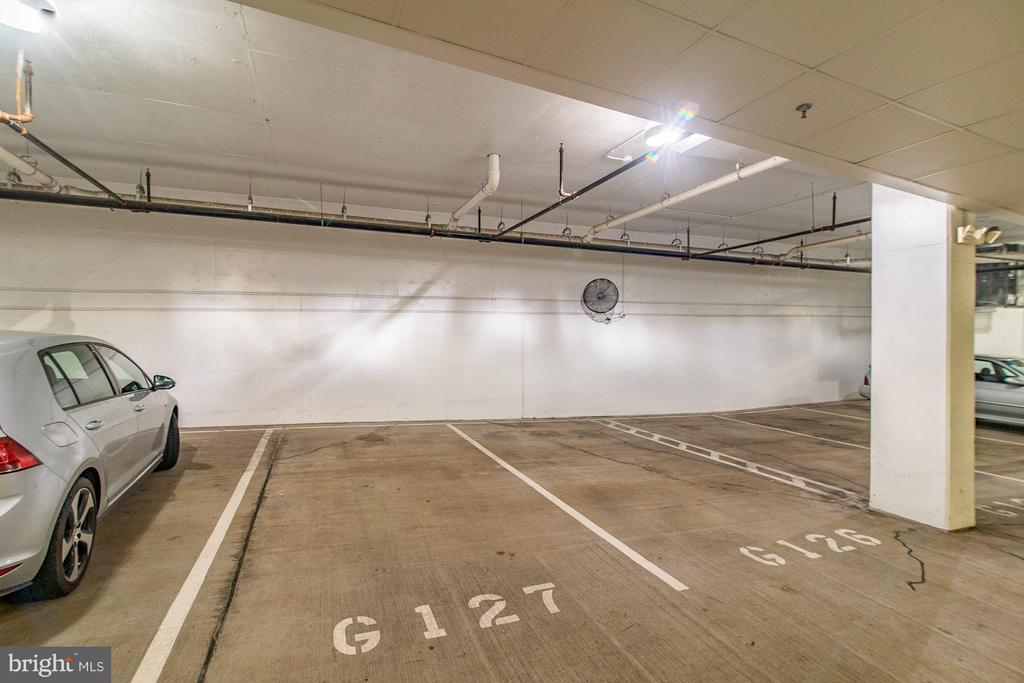 Reserved garage parking conveys - 1023 ROYAL ST #306, ALEXANDRIA