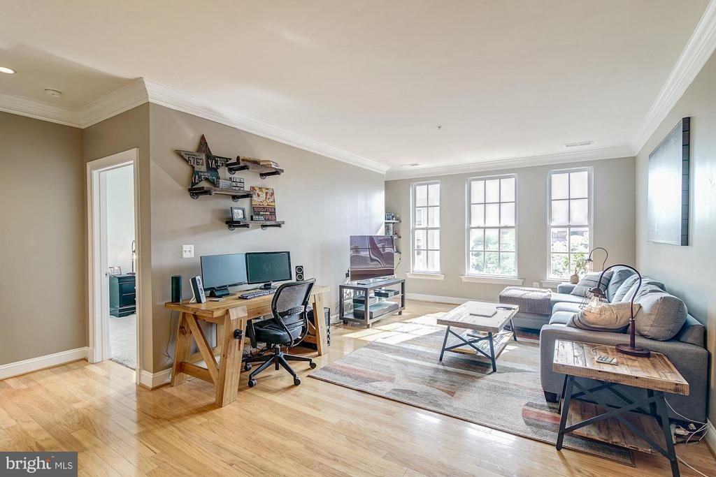 Hardwood throughout the living area - 1023 ROYAL ST #306, ALEXANDRIA