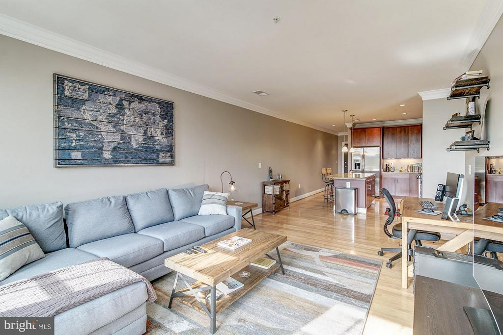 831 square feet of living space - 1023 ROYAL ST #306, ALEXANDRIA