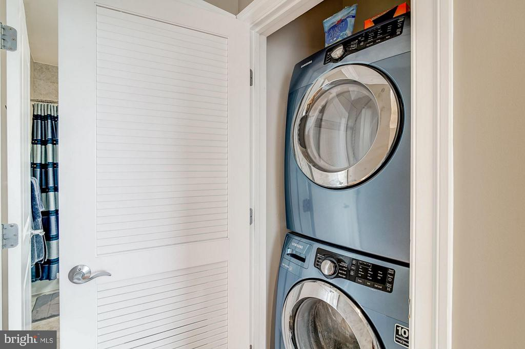 Full size washer & dryer - 1023 ROYAL ST #306, ALEXANDRIA