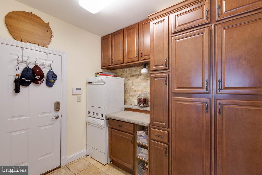 Laundry Room with custom cabinets - 7111 TWELVE OAKS DR, FAIRFAX STATION