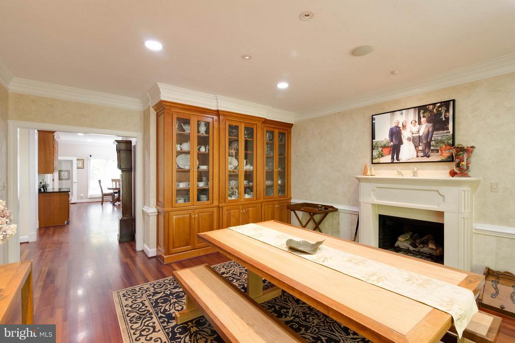 Dining Room with custom built in china cabinet - 7111 TWELVE OAKS DR, FAIRFAX STATION