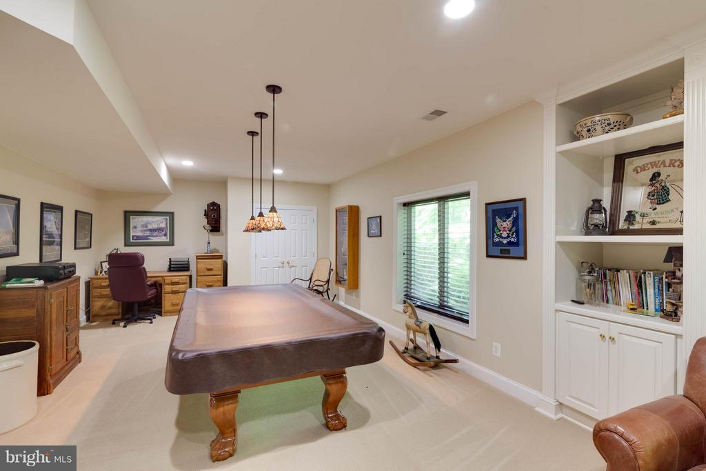 Basement Room w Closet & built ins - 7111 TWELVE OAKS DR, FAIRFAX STATION