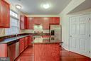 Large kitchen - 4314 SUTLER HILL SQ, FAIRFAX