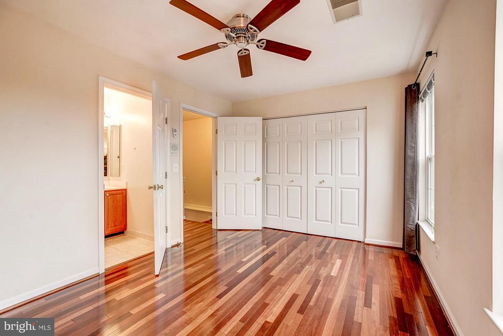 Bedroom with en-suite bathroom - 4314 SUTLER HILL SQ, FAIRFAX