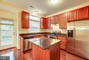 Granite counters + stainless steel appliances - 4314 SUTLER HILL SQ, FAIRFAX