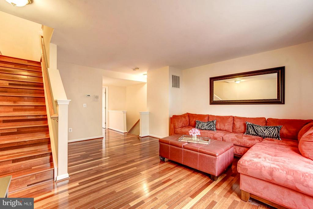 Large family room on the second floor - 4314 SUTLER HILL SQ, FAIRFAX