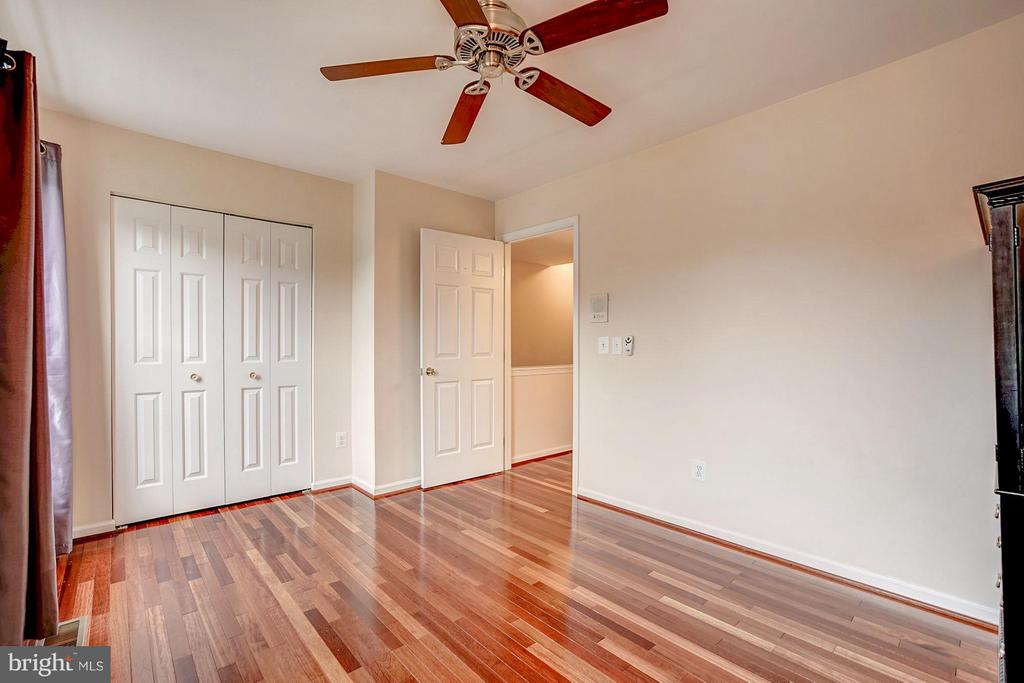 Bedroom on the second level - 4314 SUTLER HILL SQ, FAIRFAX
