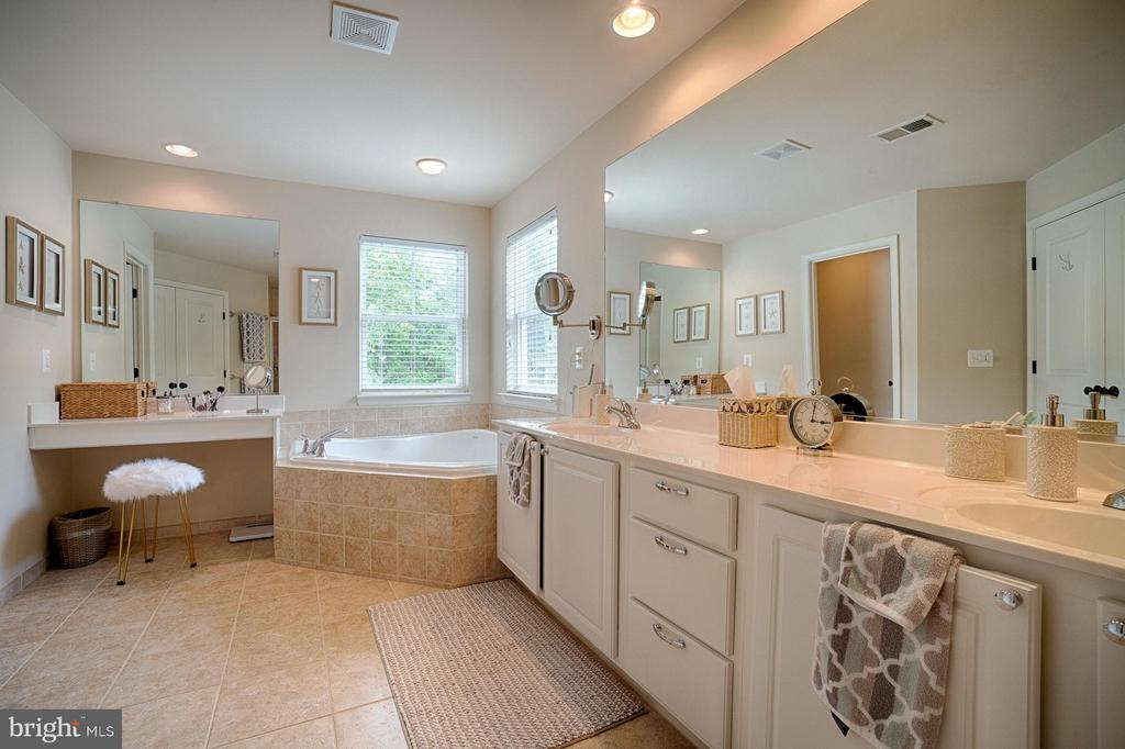 Bath (Master) - 42654 EXPLORER DR, ASHBURN