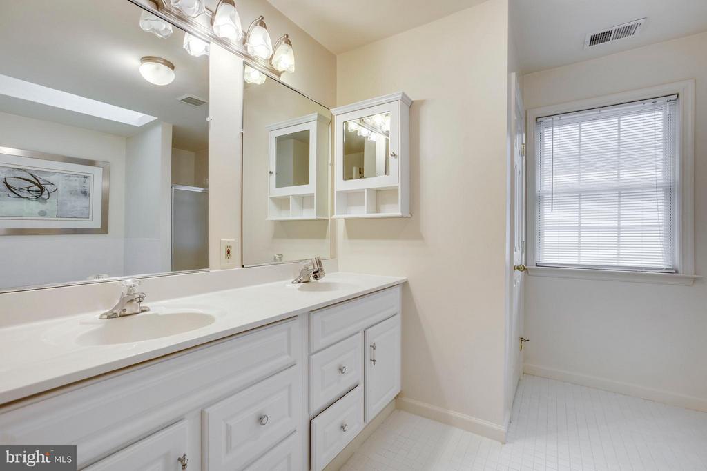 Bath (Master) - 3426 12TH RD N, ARLINGTON