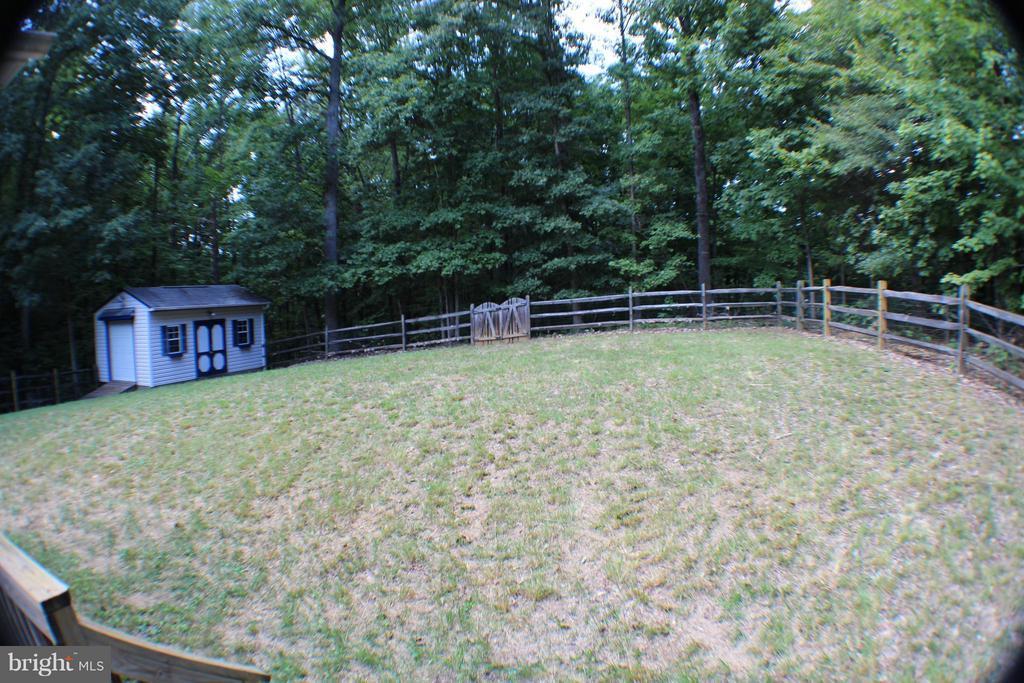 Fenced Yard - 123 DOC STONE RD, STAFFORD