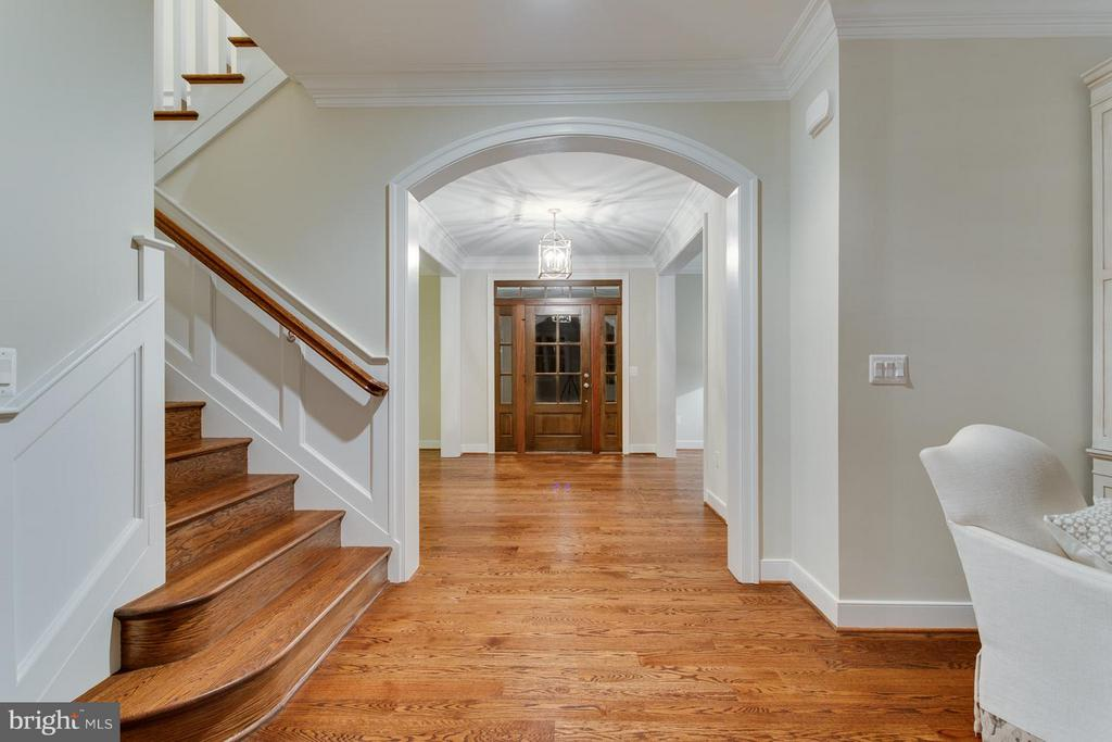 Hardwood Stairs/Entry Foyer/Hall As Shown in Model - 0 TUNWELL CT, BURKE