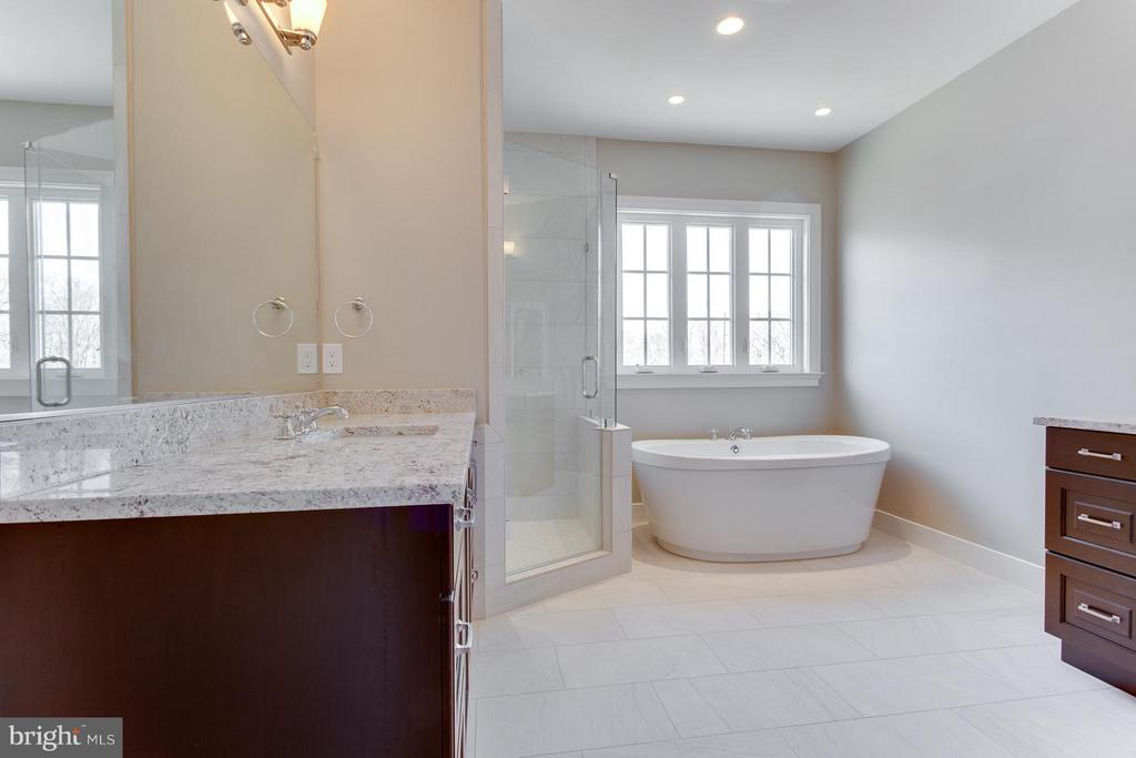 Freestanding Soaking Tub/ As Shown in Model - 0 TUNWELL CT, BURKE