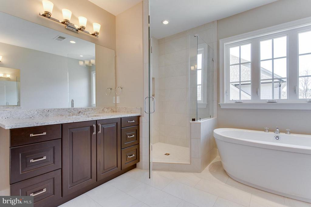 Frame-less Shower Enclosure/As Shown in Model - 0 TUNWELL CT, BURKE