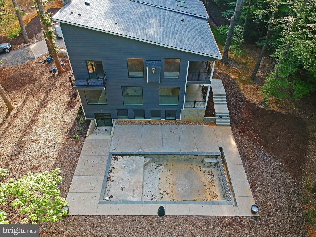 Ariel view of home with in ground pool - 6027 TULIP POPLAR CT, MANASSAS