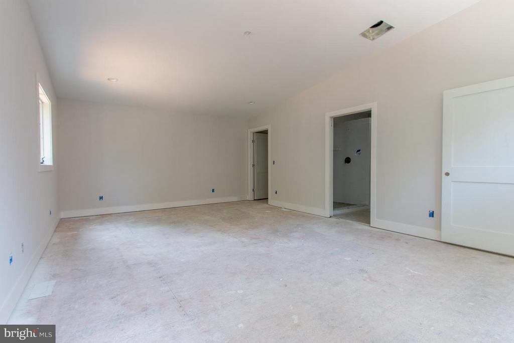 Over the garage is in law suite, childrens rooms.. - 6027 TULIP POPLAR CT, MANASSAS